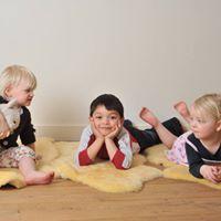Kurs i barneyoga for foreldre lrere og barnehageansatte.