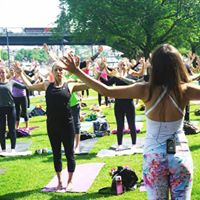 Fall in love  Early Bird Outdoor PopUp Yoga EZB Frankfurt
