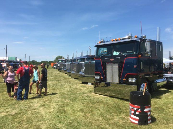 2017 Smoke-N-Show, working semi truck show , truck and
