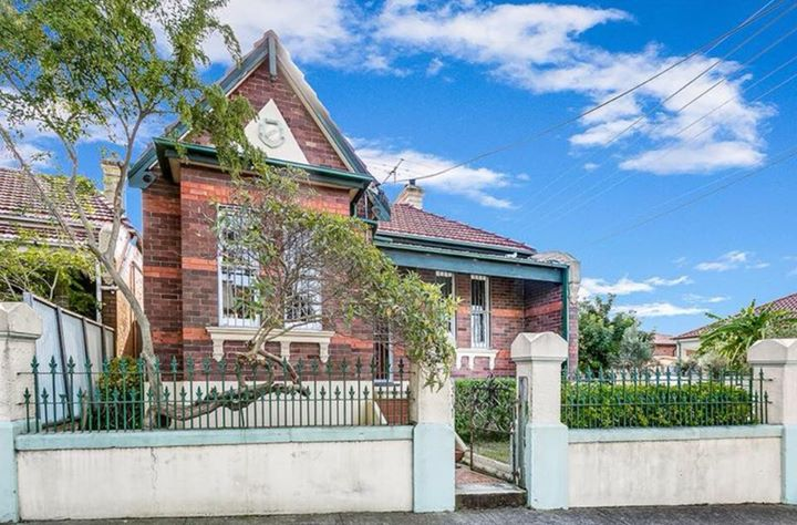 Housemate wanted. Large room in Marrickville
