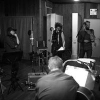 A Vapours Concert featuring Fiver