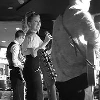 Sunday session with Vinyl Frenzy - Caloundra RSL