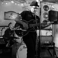 Dos Hermanos Band Live at Treehouse Shinebar