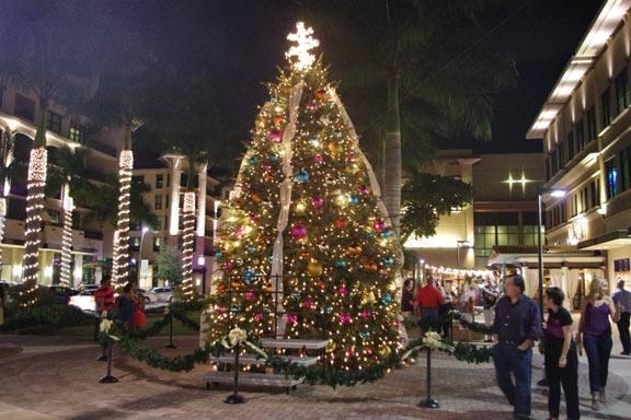 Mercato Christmas Tree Lighting Ceremony At Mercato Naples
