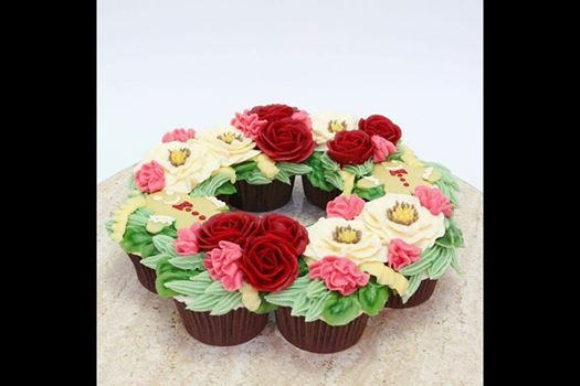 Christmas Cupcake Wreath with Queen of Hearts