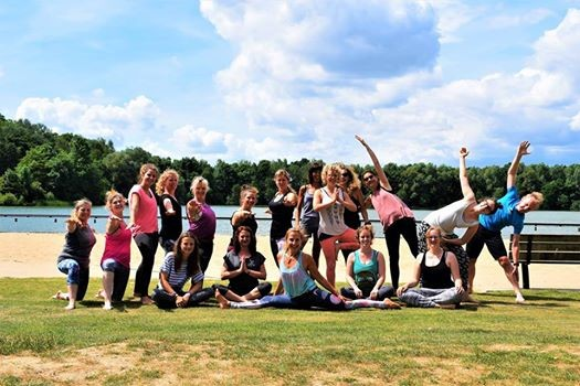 Yoga & yummy picnic