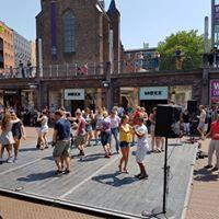 Dansen op Koningsplein
