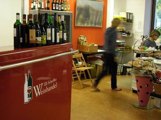 Weinprobe am Roten Tresen