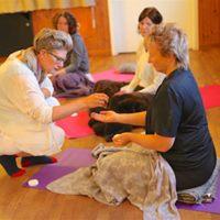 AROMA YOGA yoga med eteriska oljor