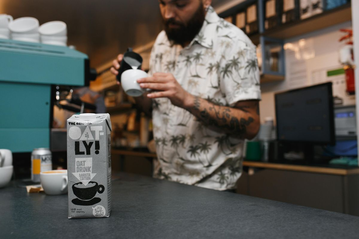 Oatly x Extract Coffee Roasters Zero Waste Latte Art Throwdown