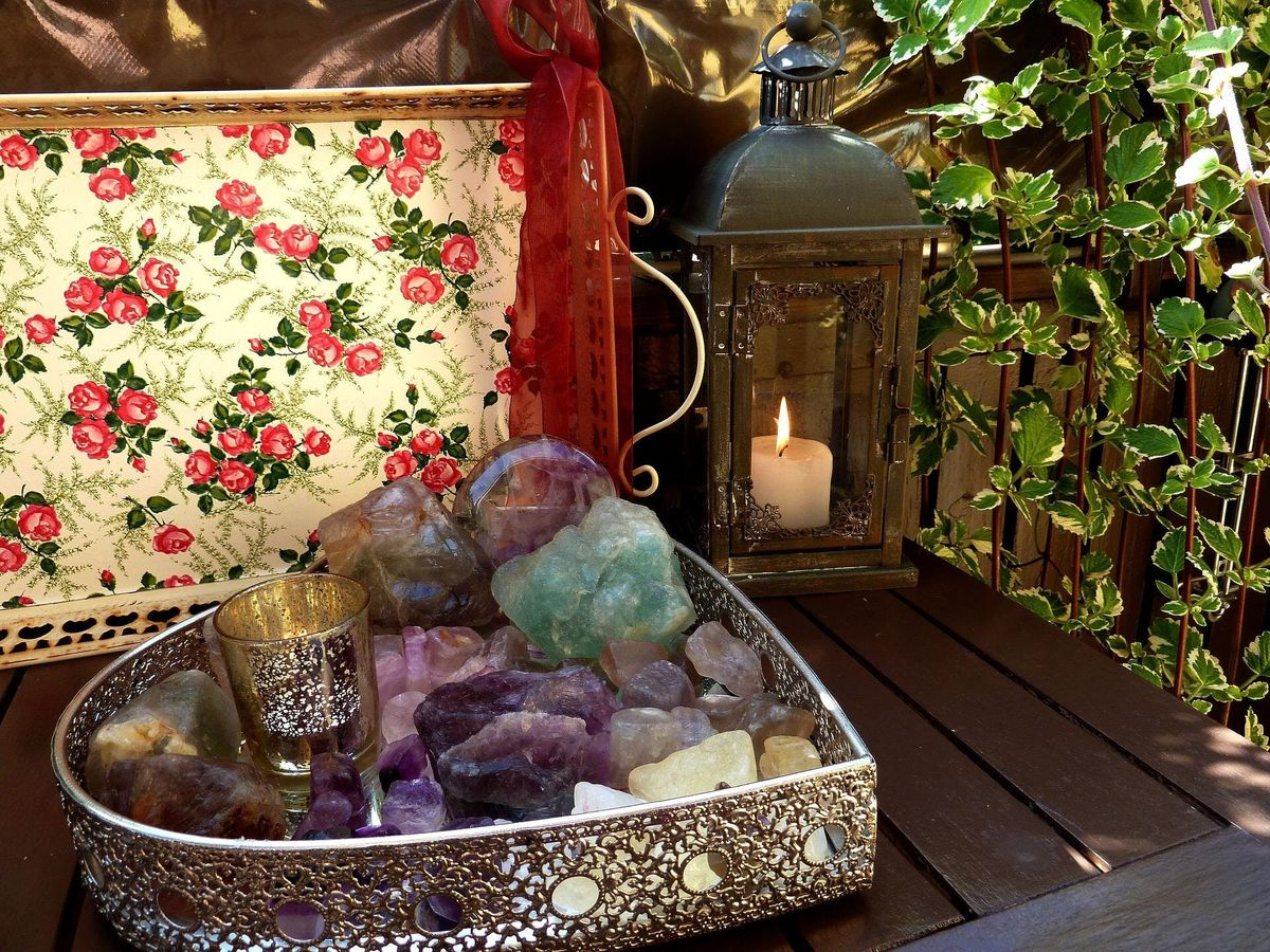 INTRODUCTION TO CRYSTAL THERAPY.  ACCREDITED ONE DAY COURSE.