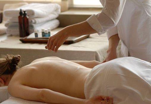 Raindrop Technique  Massage Kurs by Caroline Bauer