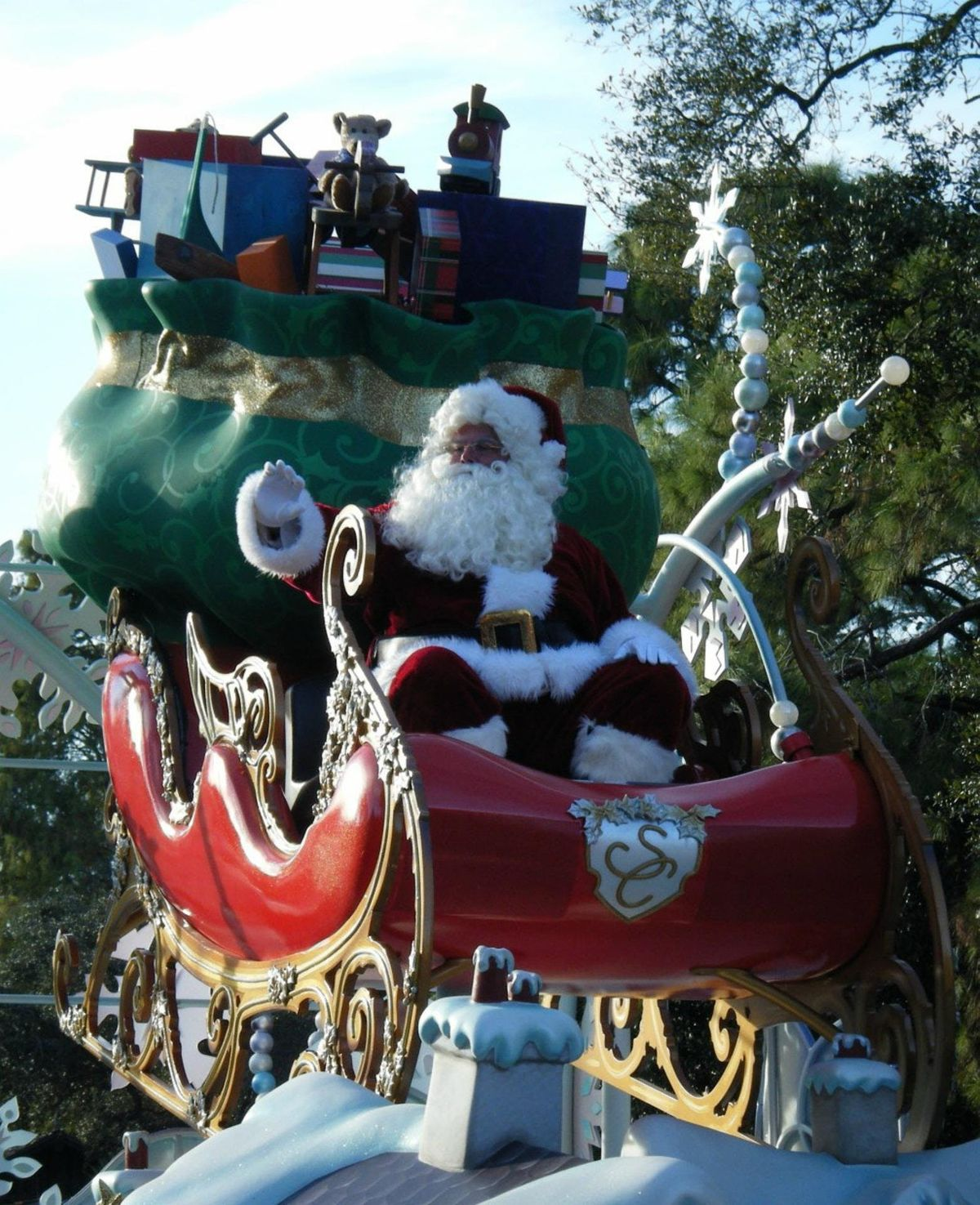 Town of Cary Christmas Parade 2018 at East Circle Dr., Cary