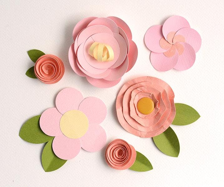 Маленькие цветы из бумаги на открытку своими руками