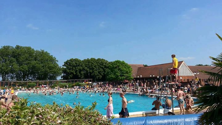 Outdoor pool opening weekend at hitchin swimming centre hitchin for Outdoor swimming pool leicester