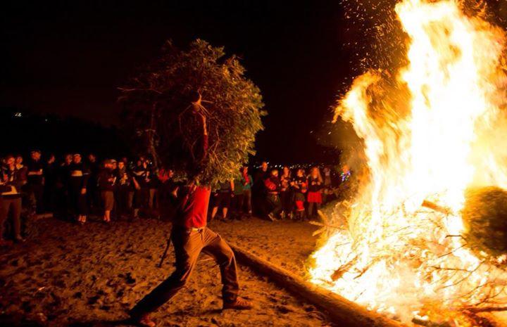2018 christmas tree burning at pismo state beach grover beach