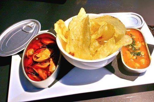 Cata conservas de mariscos y chips