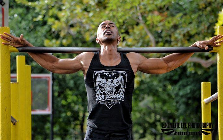 Zef Zakaveli ejemplo de como conseguir masa muscular con entrenamiento intenso a lo largo del tiempo.