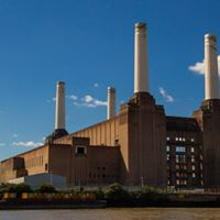 Outdoor dancing at Battersea Power Station
