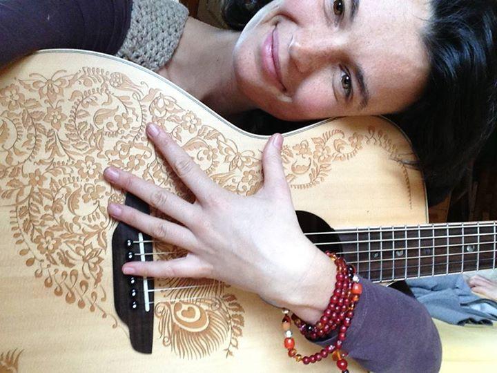 SINGKREIS: Ana Hata im Meditationshaus