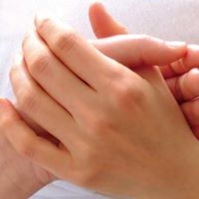 ゆったりセラピー    〜触れることの豊かさを手から手へ、人から人へ〜