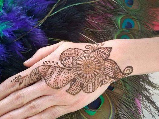 Tatuaże Henną Dzień Kobiet Po Indyjsku At Hindi