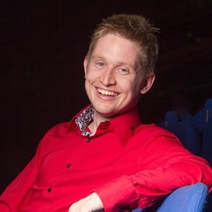 Tom Elliott Comedian &amp Magician