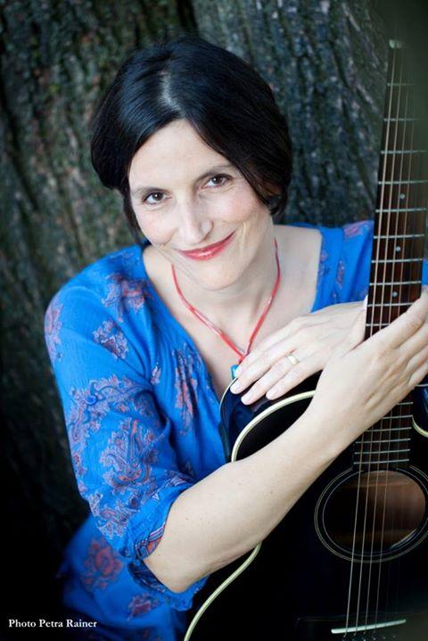 Laetitia Ribeiro Trio 7Stern Wohnzimmerkonzert At Cafe7stern