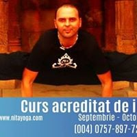 Curs acreditat de instructor yoga