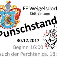 Punschstand der FF Weigelsdorf mit Perchtenshow
