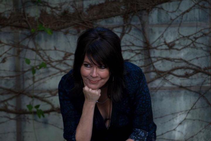 Liz Gherna Unplugged at The Mint
