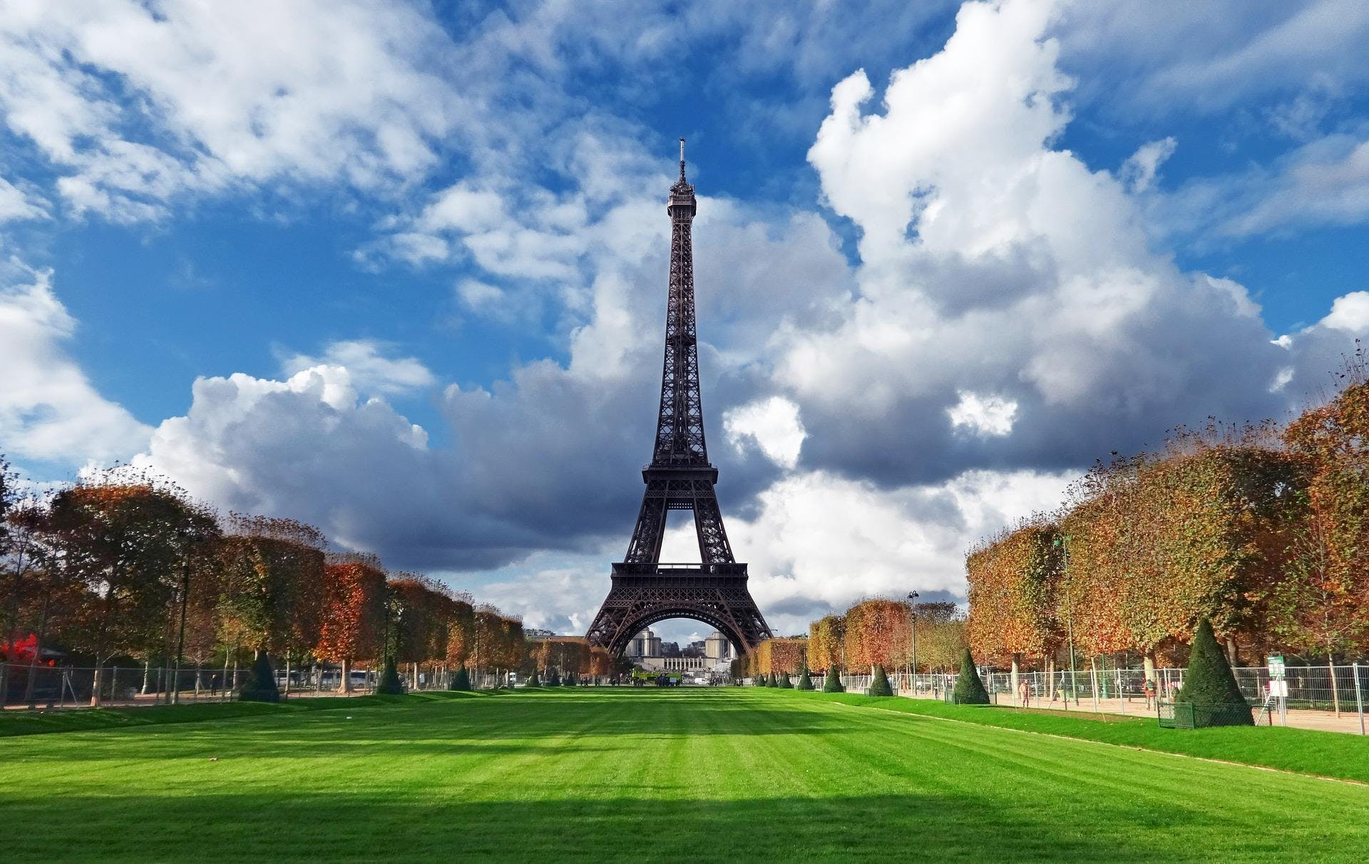 Fort Worth Singles! Let's Meet in Paris - Fall Edition for Singles Only