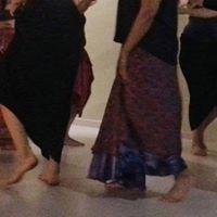 Donne che danzano in cerchio
