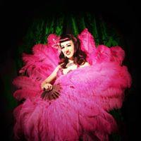 Fan Dance burlesque workshop con Lady Wildflower a Rimini