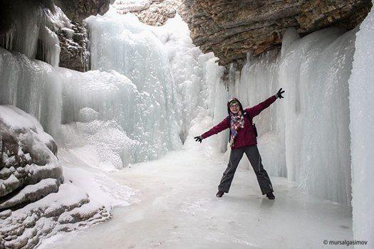 Frozen Griz waterfall hiking
