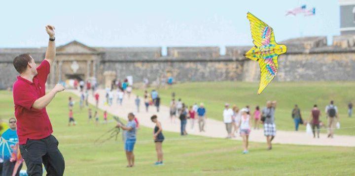 Volar chiringas en el morro para que se vaya el hurac n - Volar a puerto rico ...