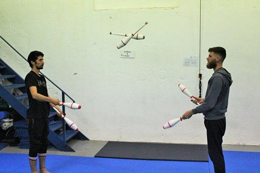 Juggling Workshop Passing with clubs