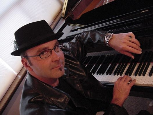 David Vincent Mills Performing at REDS Restaurant