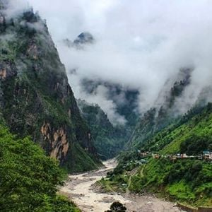 Valley Of Flowers Trekking Expedition