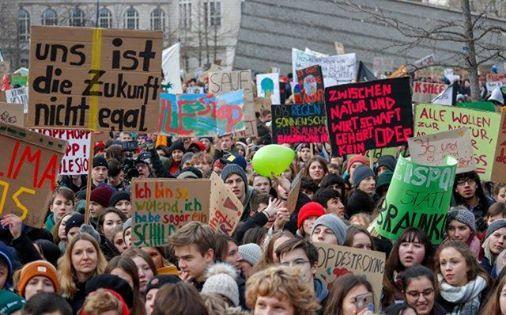 Manifestazione studentesca per il clima Schulstreik frs Klima