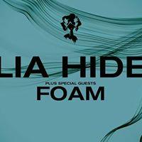 Lia Hide  Foam Live at six dogs