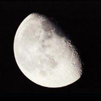 Circulo de fuego en la luz de la Luna menguante