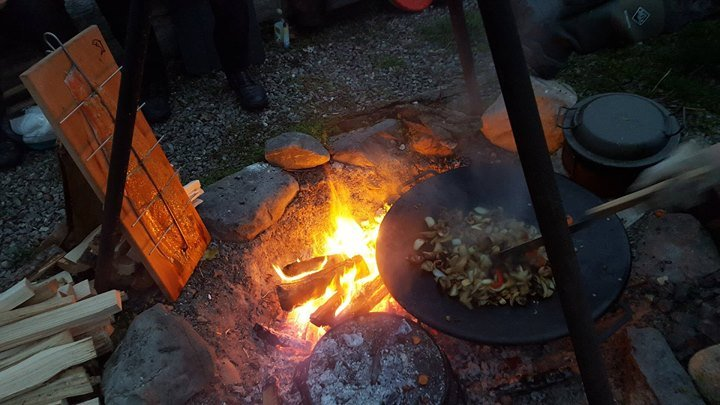 Outdoorküche Zubehör Zürich : Feuer workshop mit outdoorküche und Übernachtung im tipi at