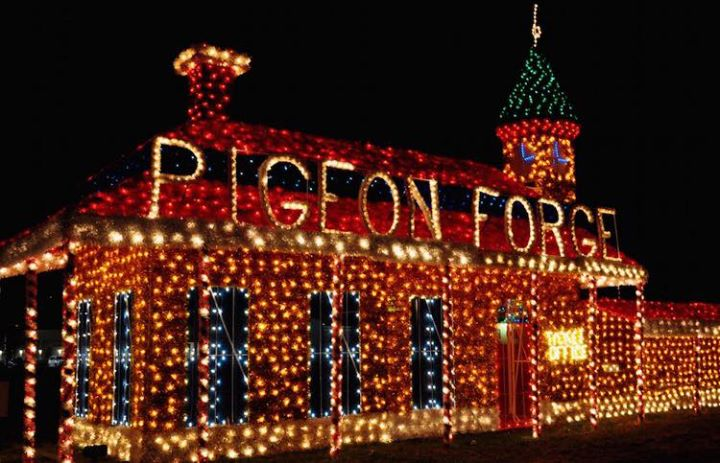 Christmas in Pigeon Forge DOLLYWOOD & Dixie Stampede145 per person