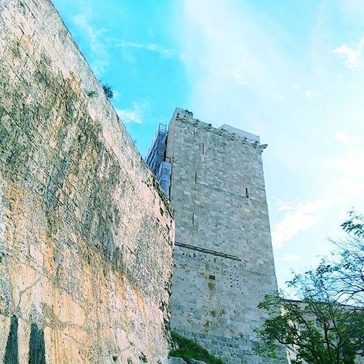 Castrum Caralis Torri Bastioni e Fortificazioni nel Medioevo.