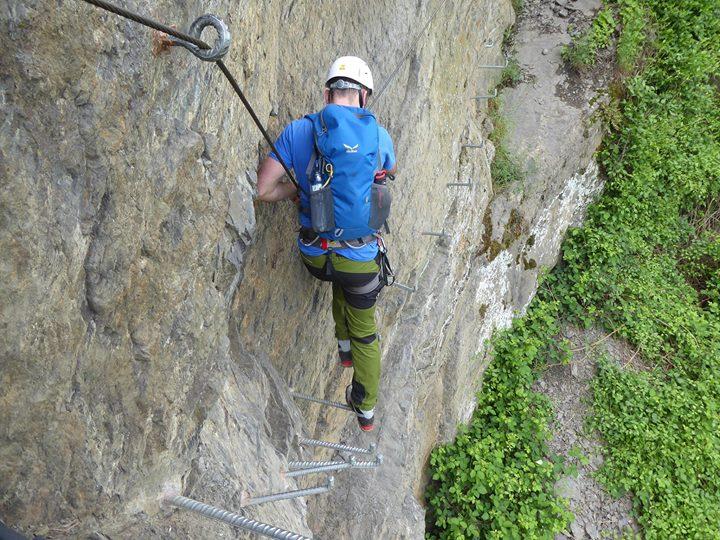 Klettersteigset Richtig Anlegen : Edelrid klettersteigset via ferrata set cable lite oasis