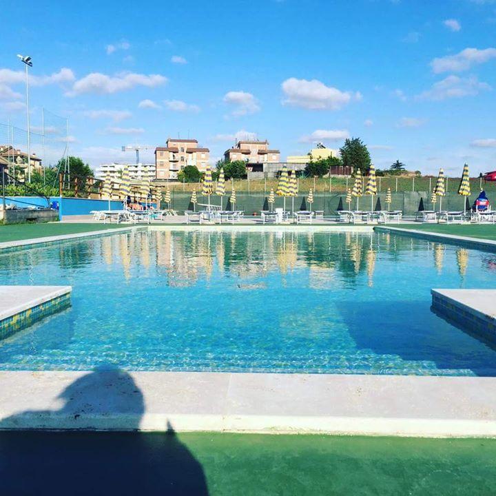 Si inizia startup aperitivo bordo piscina at accademia calcio roma rome - Piscina eur roma ...