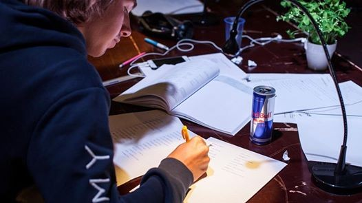 Red Bull Study Club - Barvista