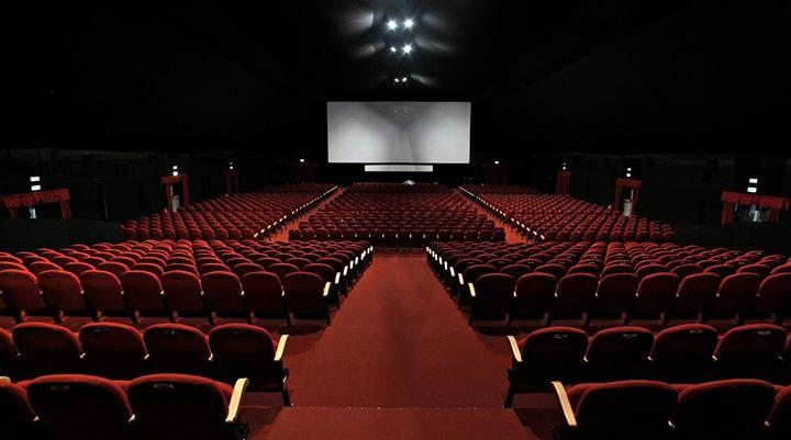 Andare al Cinema a Vedere i Trailer prima del film e poi uscire
