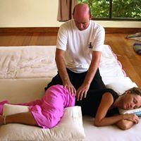 Thai-Yoga-Massage Berhrung Emotionen Energie und Schutz.